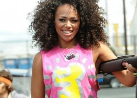 Elle Varner curls