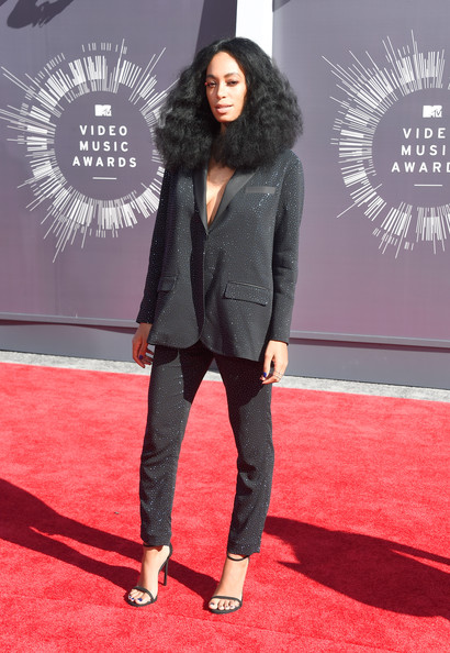 One of our fave fashionistas hit the carpet in a menswear-inspired suit. And she did not disappoint. As most got glammed up in their designer gowns, Solange turned in up a notch in a glittery black suit from H&M Studio AW14 collection. The hair. The make-up. The suit. We are totally loving her look.