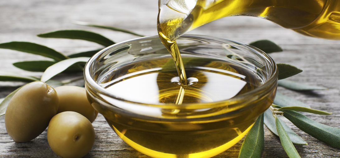 Olive Oil Hair Massage - ONYC Hair Care Guide - Hair Spa Treatments That We Can Do At Home